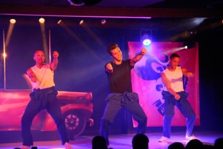 Espectáculo Grease en Sunset Beach Club