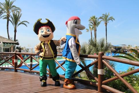 Dizzy el Delfín y Pablo el Pirata en Sunset Beach Club