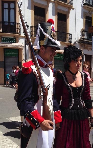 Hombre vestido de soldado en Ronda Romántica