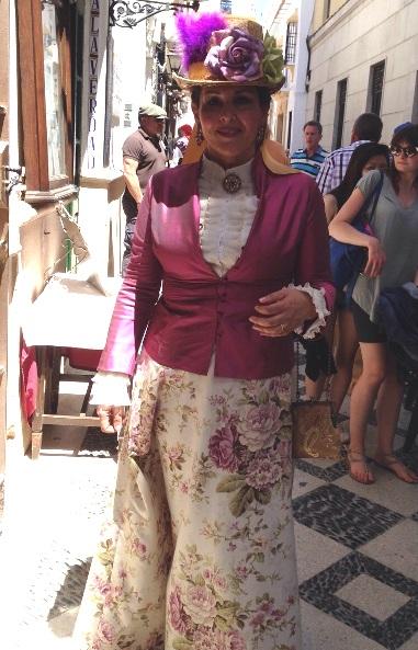 Mujer vestida de época en Ronda Romántica
